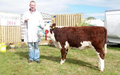 1st prizewinner Clondrina 1113rd with Declan Donnelly