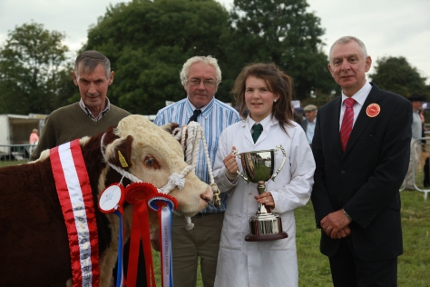Supreme Champ Grianan Nobleman, owner Tom Fitzgerald, society vice chairman Martin Myrphy, Catherine Smyth presenting theArdmulchan trophy and judge Robin Irvine