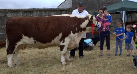 2Reserve Champion Portanob Julia  with owner John Canty, wife Mairead, son Siun, daughter Isobel and son Jack