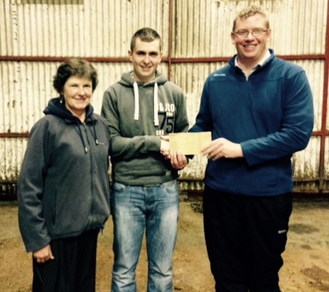 Niall Jones and Mairead Curtis receiving prizes for overall male and female calf championships for Knockduffpoll1 Ginger and Knockduffpoll1 Emma Jane from Mervyn Parr, Chairman