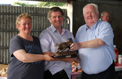 Maura and Jim Fitzpatrick 'Dareens Herefords' Field Evening host accepting a presentation by Society President John Neenan on behalf of the branch