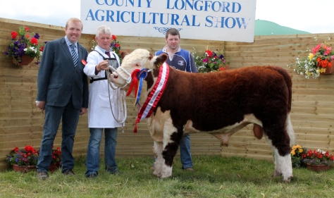 Champion Brocca Martin, Judge John Appelbe, owner Noel Farrell with Hugh Murray